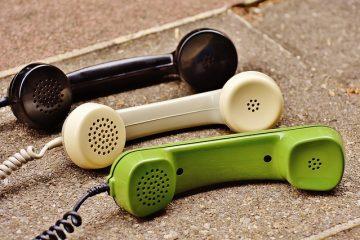Pour ne plus se sentir seules, les personnes âgées peuvent appeler des hotlines