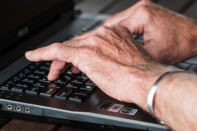 mains senior agisme