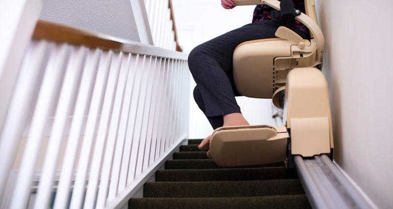 Un monte-escalier qui permet de rester chez soi plus longtemps