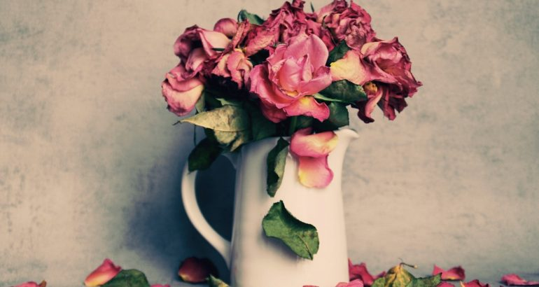 fleurs fanees deuil